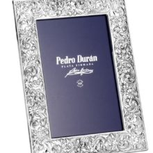 """Closeup silver & quot; ornament with forelock"""" Pedro Durán"""