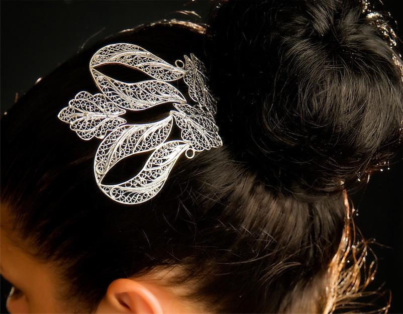 Tiaras y peinas para novias de plata: últimas tendencias.