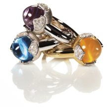 """Group of gold rings of 18 carats and precious priedras & quot; Happiness"""" Chimento's."""