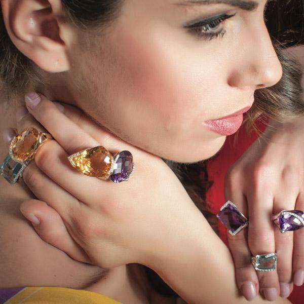 Anillos de oro y piedras preciosas (amatistas y topacios) de Rajola.