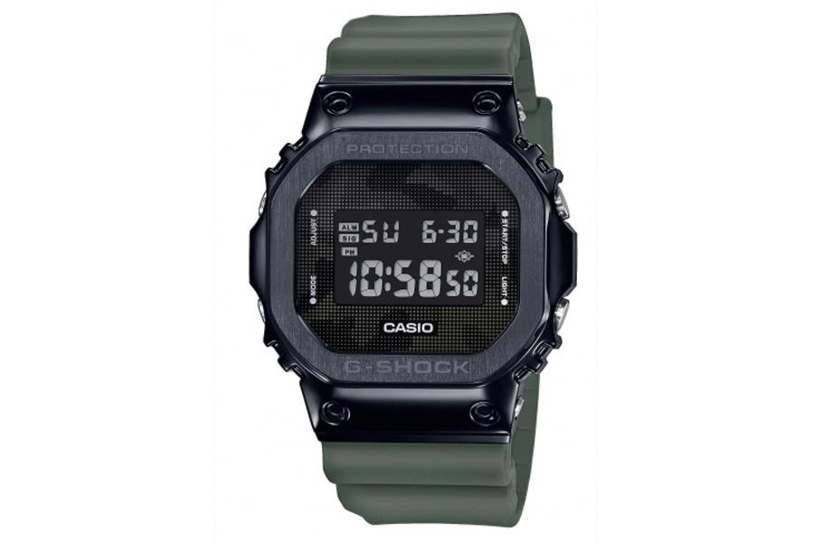 Reloj G-Shock para hombre acero negra y correa de silicona verde militar, GM-5600B-3ER.